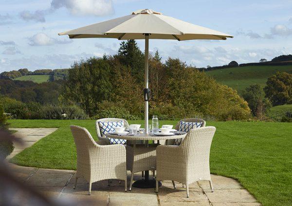 Tetbury 4 seat dining set in Nutmeg