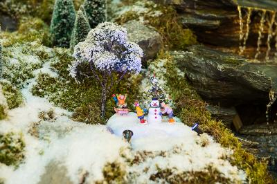 Model Village Snowman Building